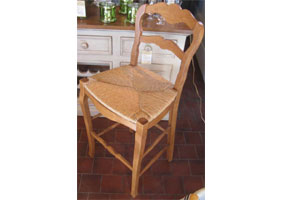 Country French Ladderback Stool in Natural